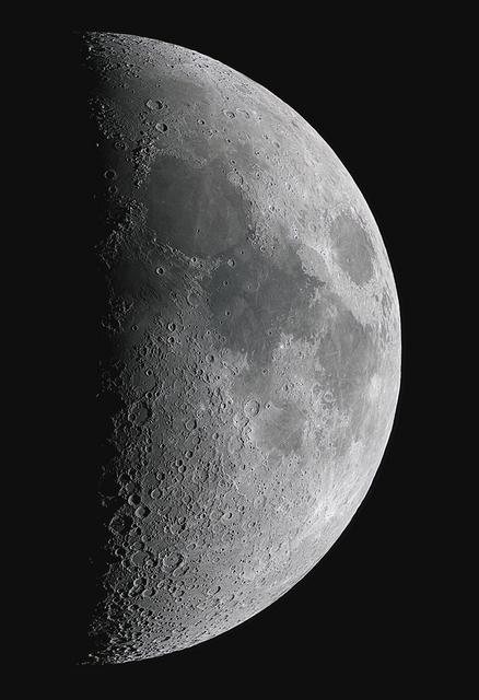 Moon_213359_210bl.jpg