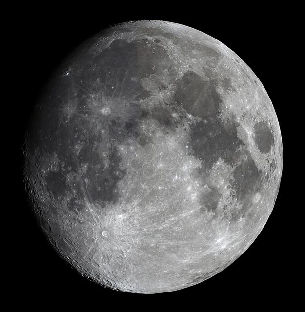 moon20190417bl.jpg